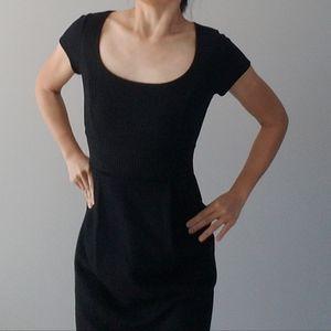 Flattering Banana Rep Black Wool Dress Cap Sleeve